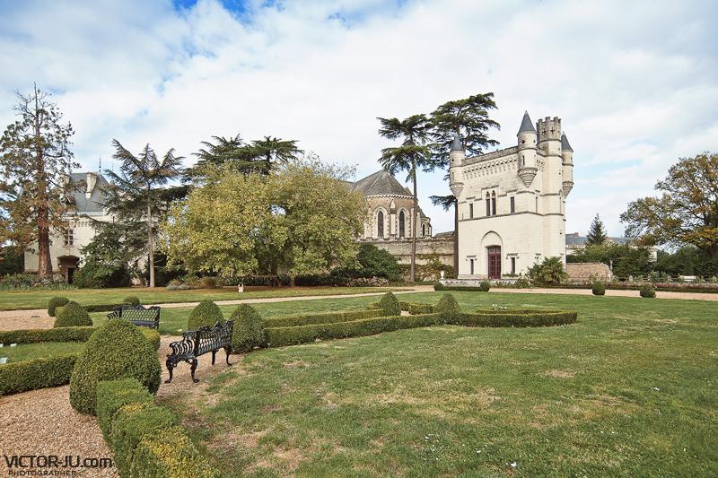 Храм на территории замка Château de Challain
