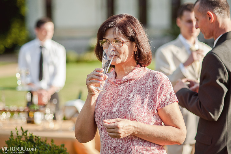 Шампанское на свадьбе во Франции