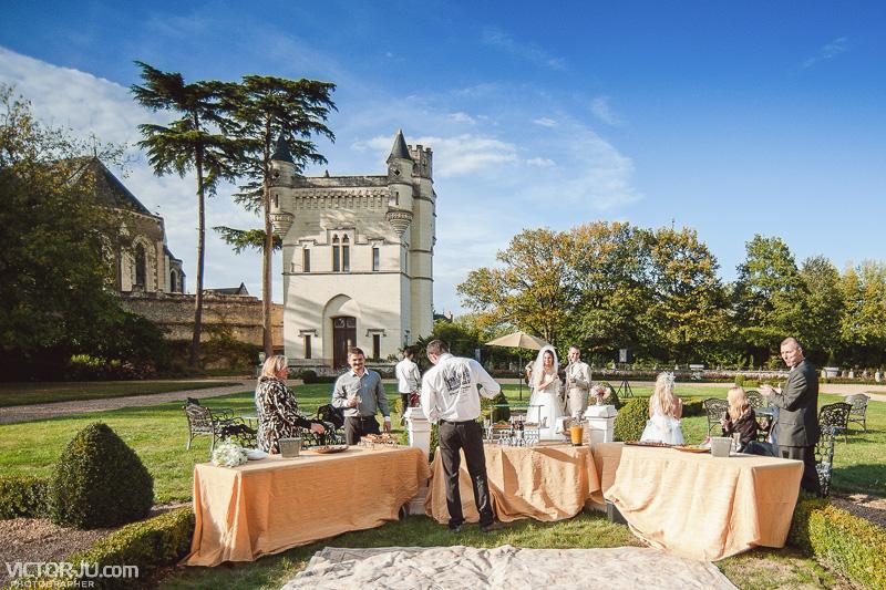 Коктейль на французской свадьбе в замке Château de Challain