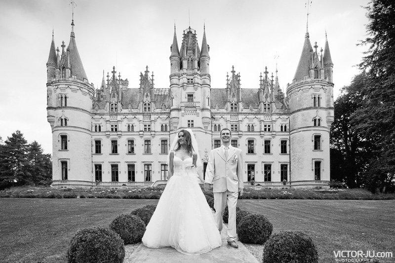 Екатерина и Ярослав свадебная фотосессия во Франции на фоне замка Château de Challain