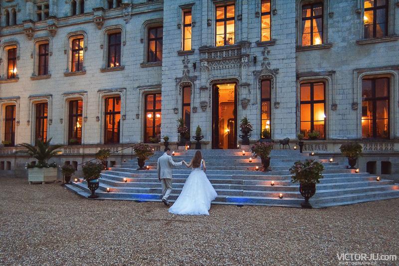 Вечернее свадебное фото в замке Château de Challain