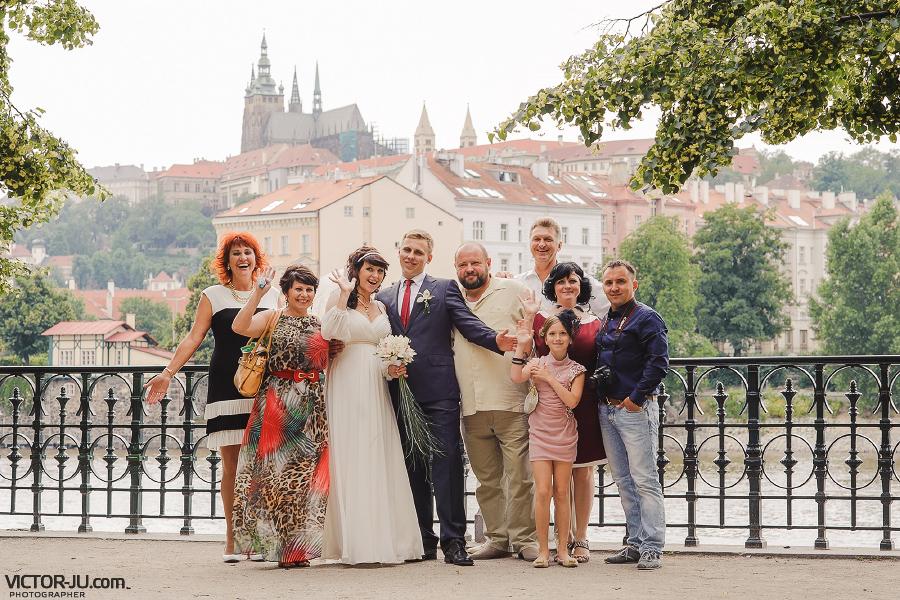 Групповая свадебная фотография в Праге