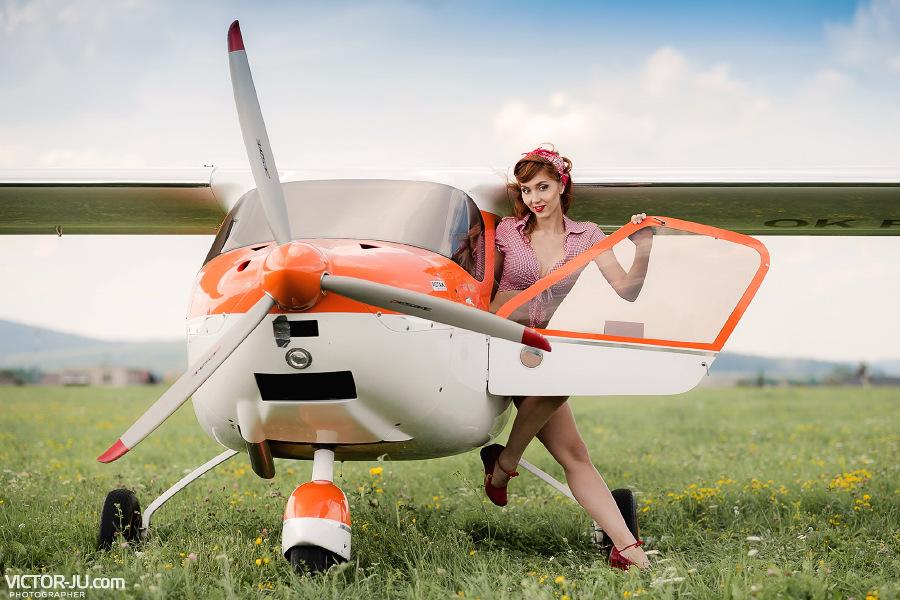 Летняя фотосессия девушки в стиле пинап