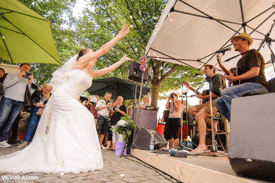 Веселая невеста в Праге