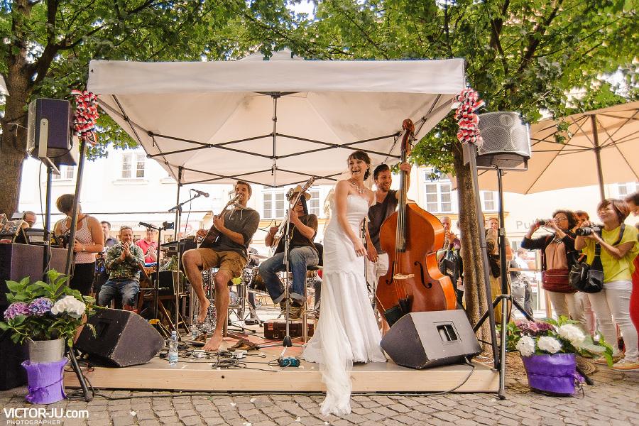 Музыканты на ярмарке в Праге