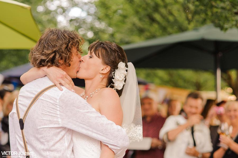 Поцелуй на свадьбе в Праге