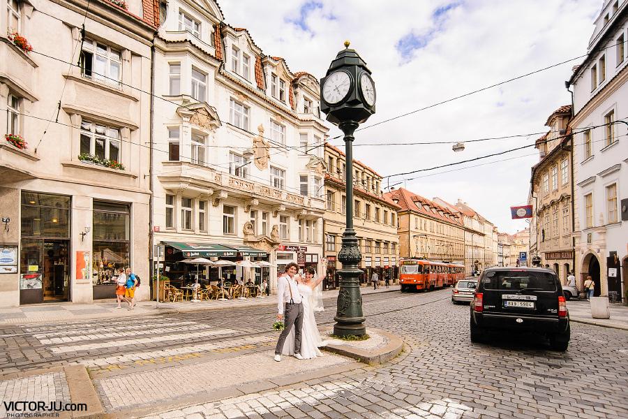 Улица Karmelitská в Праге