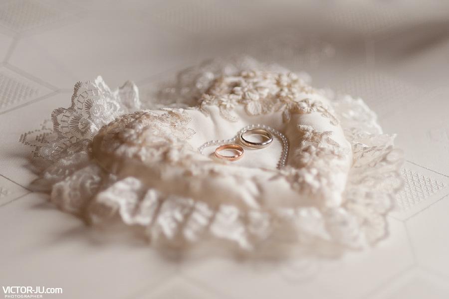 Оригинальная свадебная подушечка для колец