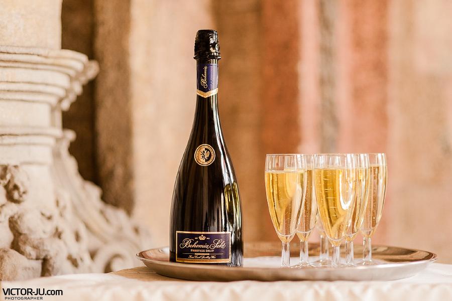Свадебное шампанское в Праге фото