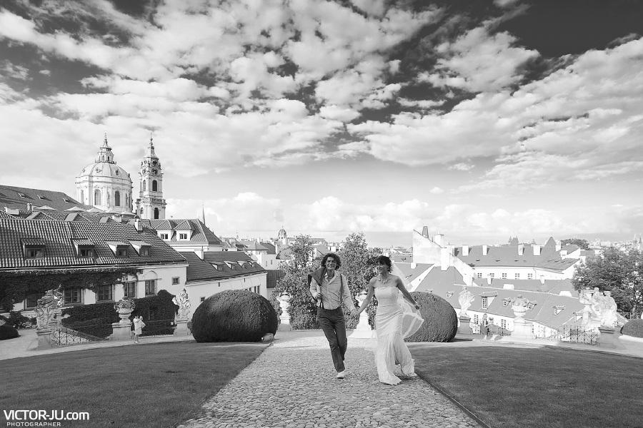 Красивая свадебная прогулка в Праге