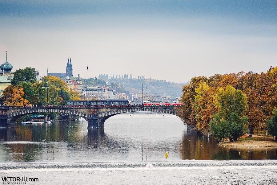Осень в Праге фото с Карлова моста
