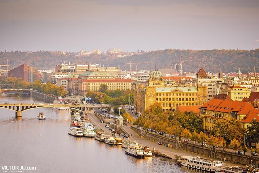 Река Влтава в Праге фото