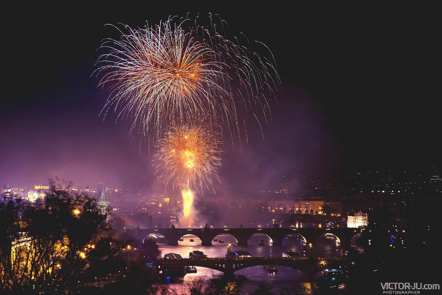 Новогодний фейерверк в Праге фото