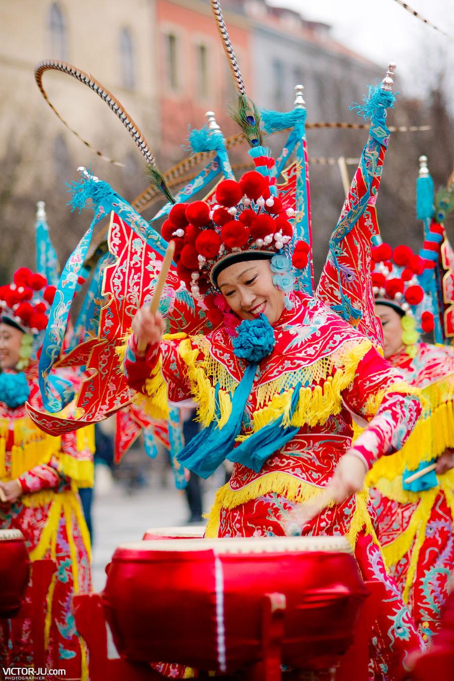 Барабанщицы из Китая Red Women Drum Group