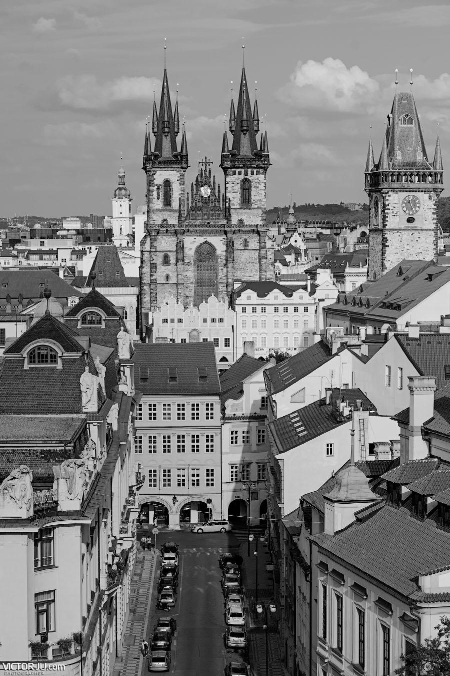 Крыши Праги фото с астрономической башни Клементинума