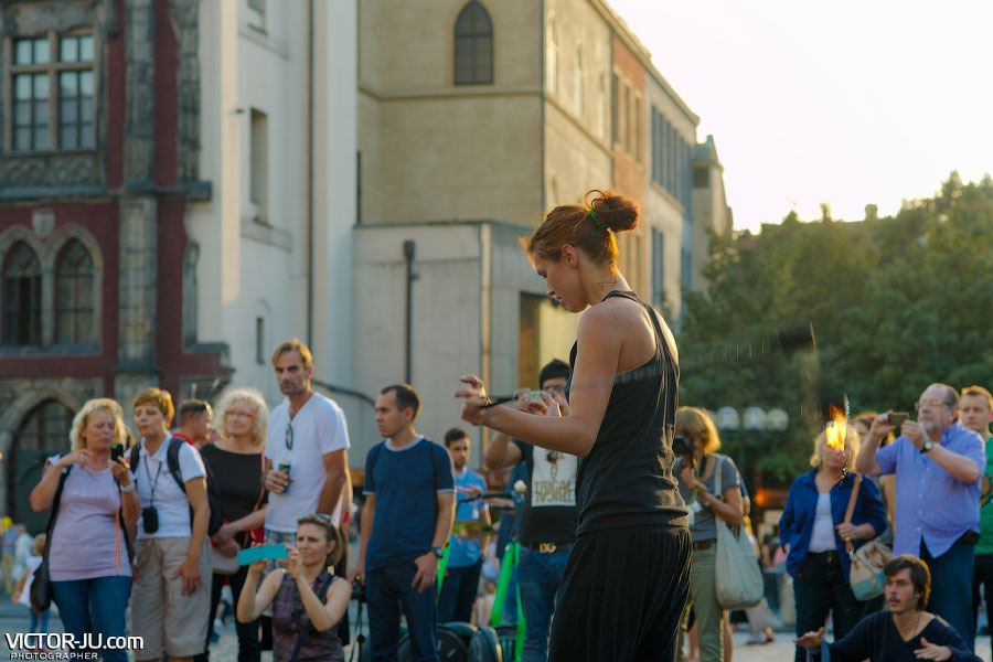 Выступление уличных артистов в Праге