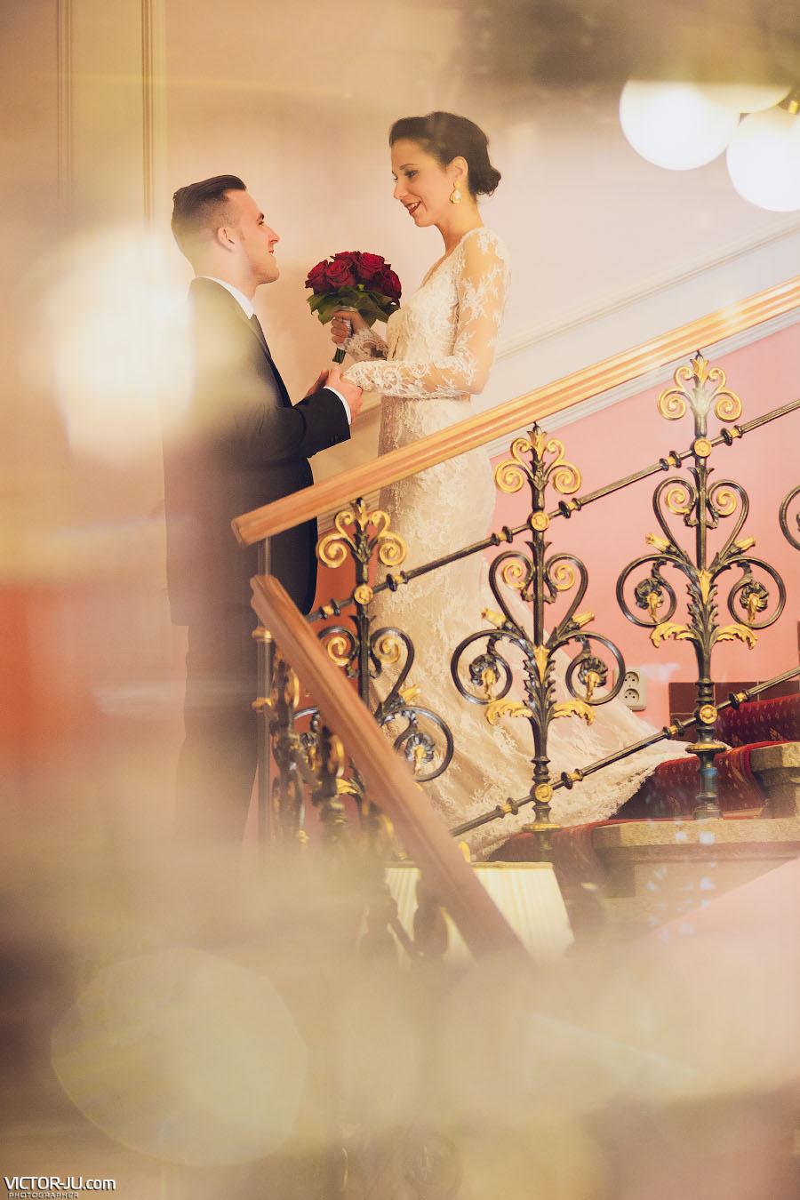 Волнительная встреча жениха и невесты фото