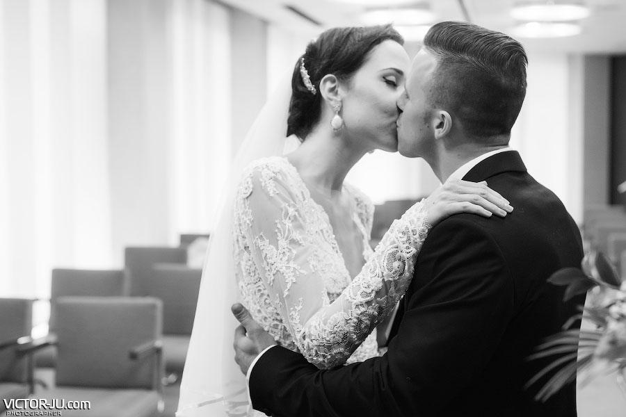 Первый семейный поцелуй