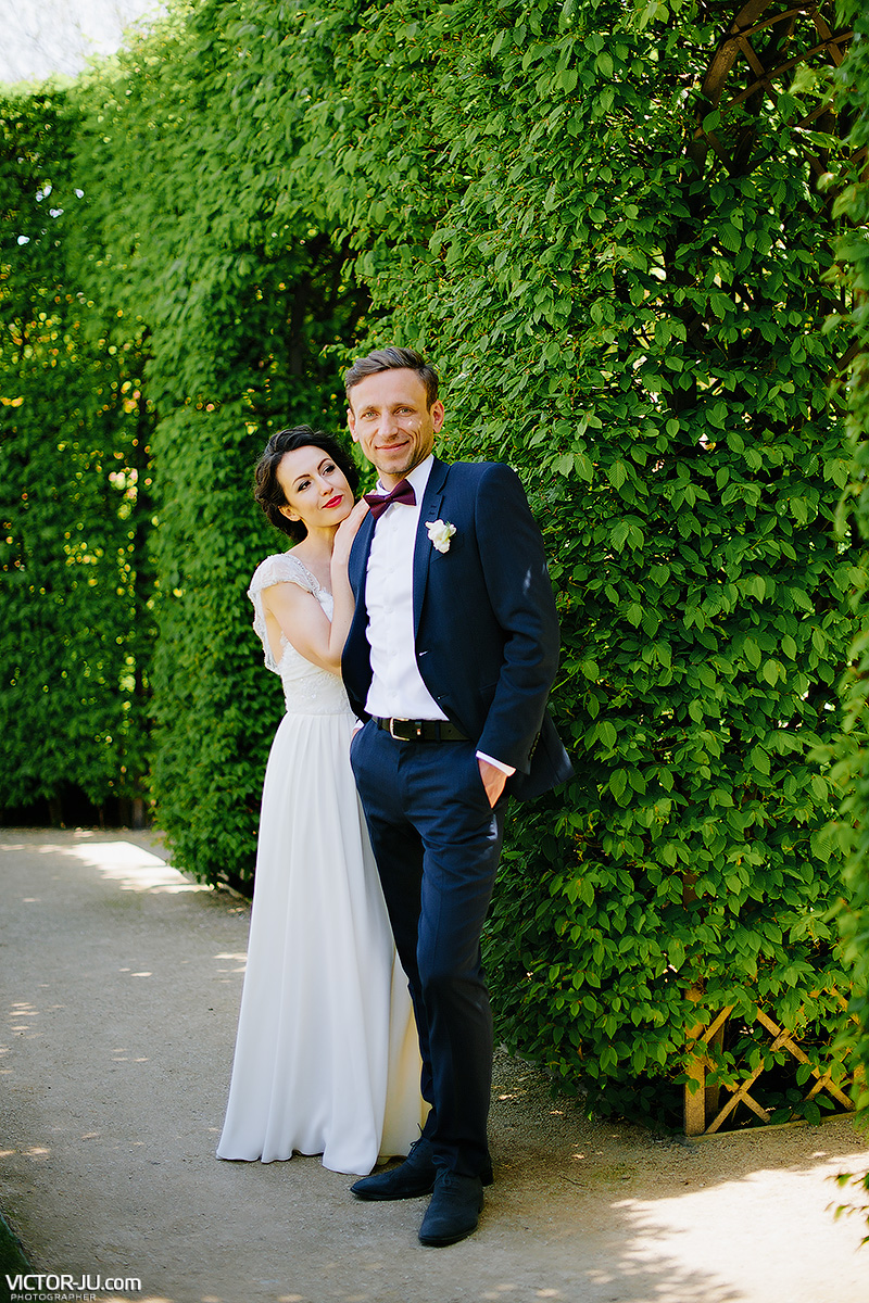 Wedding photo shoot in the garden Vrtbovska