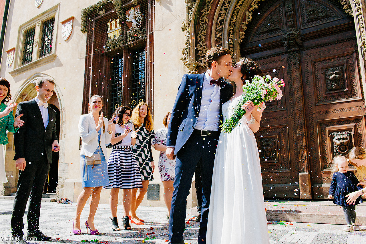 wedding at the Old Town Hall in Prague