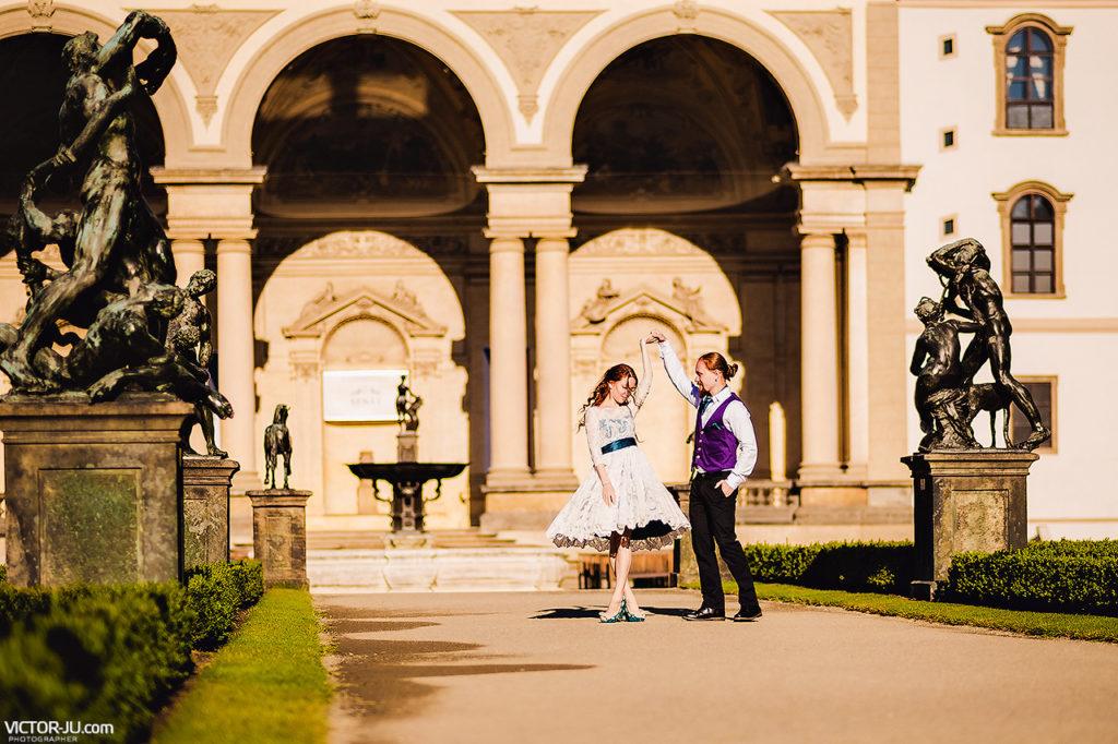 lovestory-and-prewedding-photoshoot-in-Prague_09