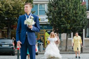Встреча жениха и невесты на Вацлавской площади