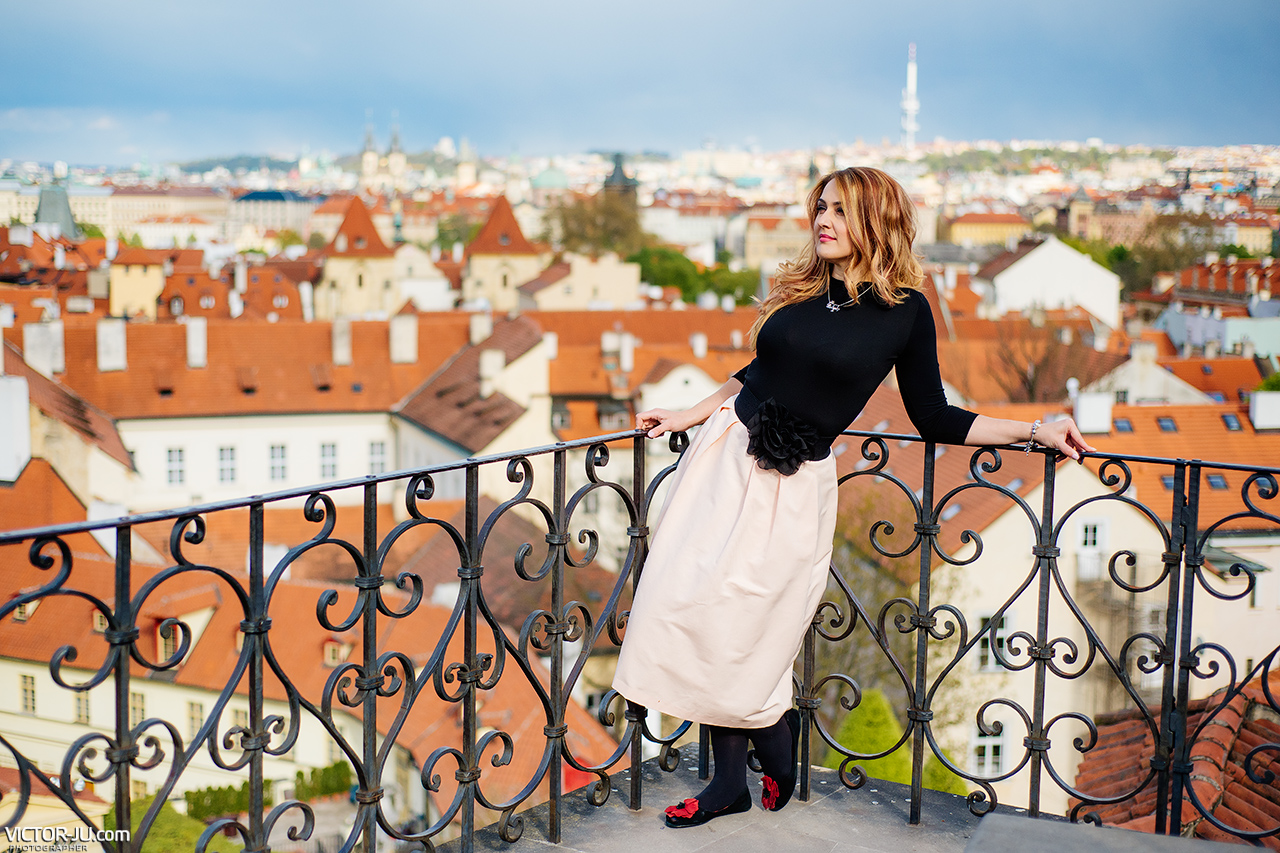 Photoshoot in Prague on the roofs
