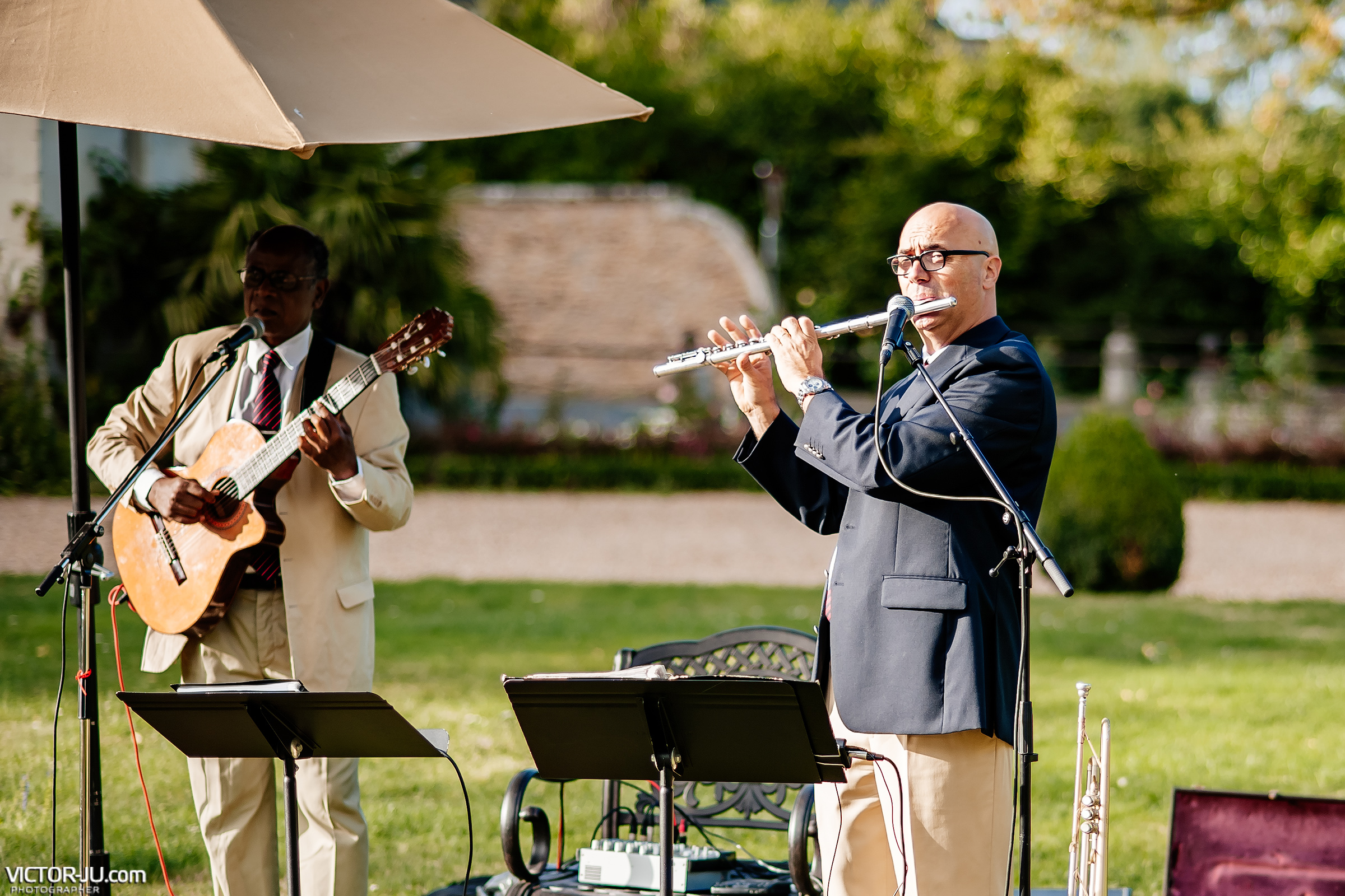 Musicians for a wedding in France