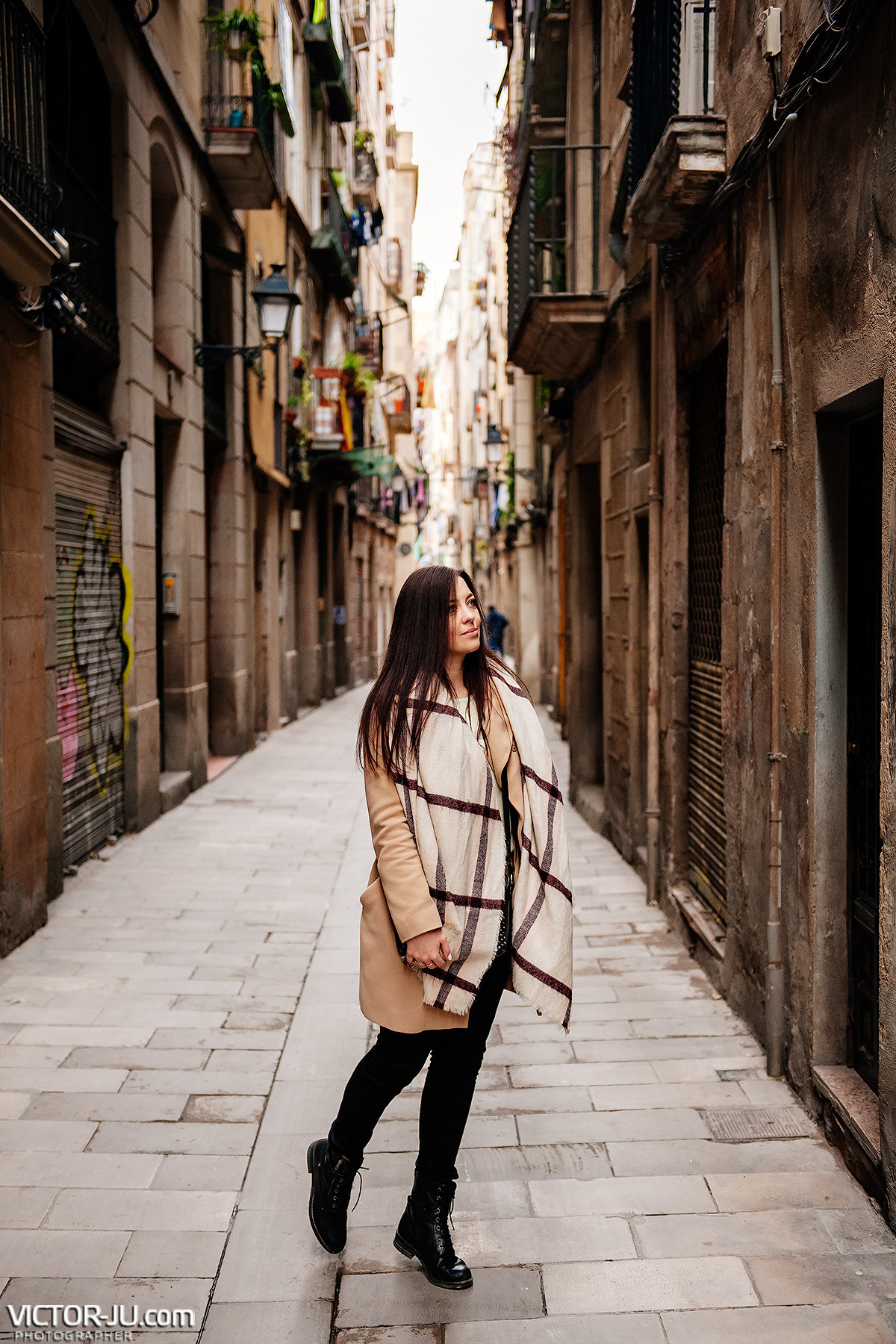 Photosession in the Gothic Quarter, Barcelona