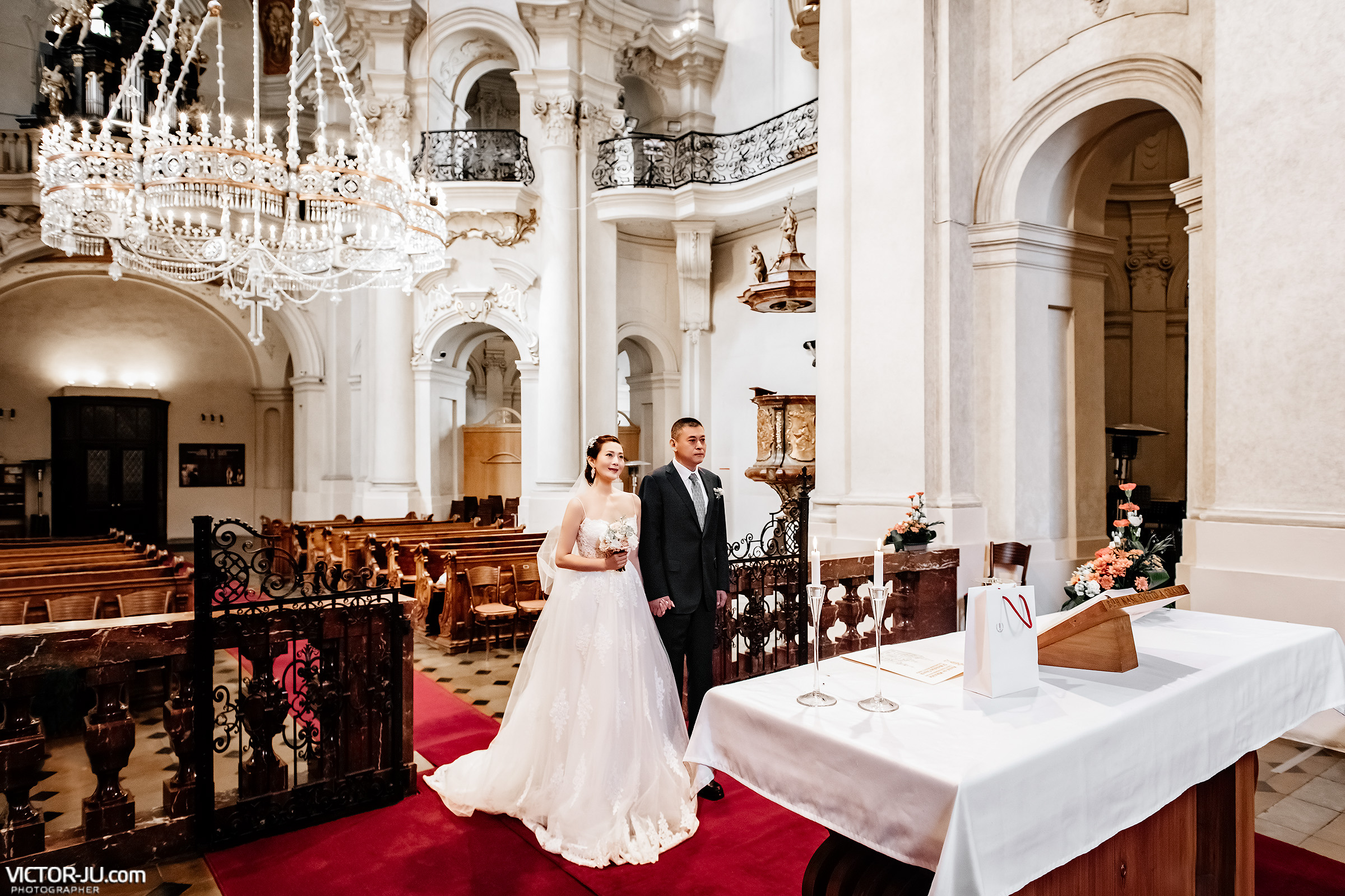 Wedding photoshoot in Prague Saint Nicolas Church