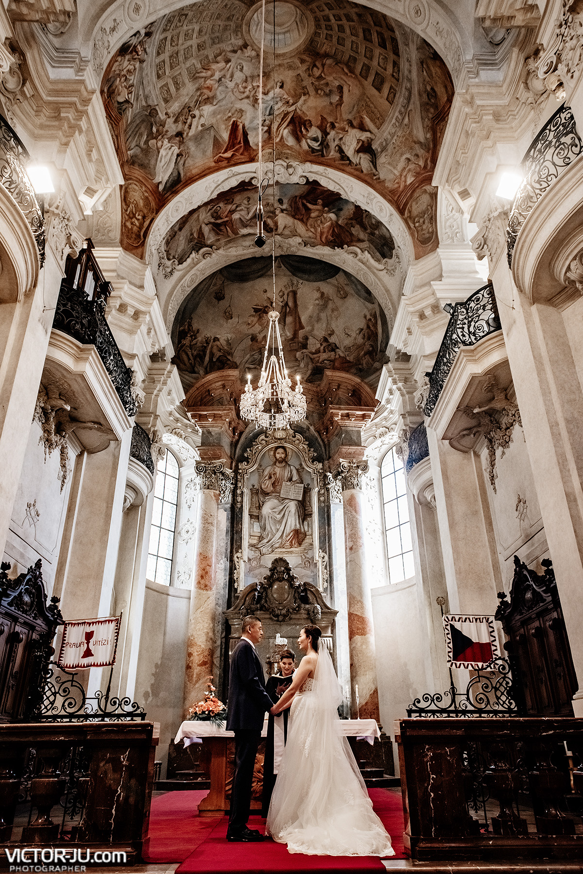 Wedding in Prague Saint Nicolas Church