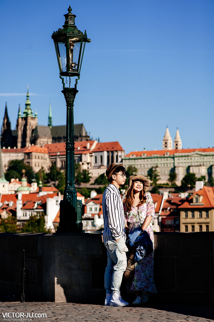 Summer a couple shooting in Prague