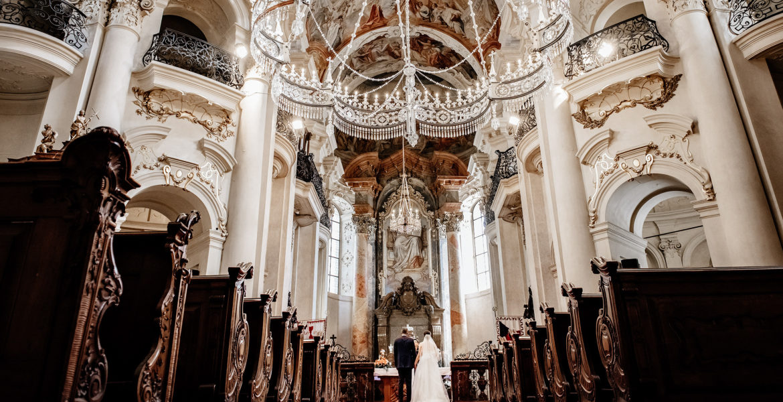 Wedding photoshoot in Prague Saint Nicolas Church